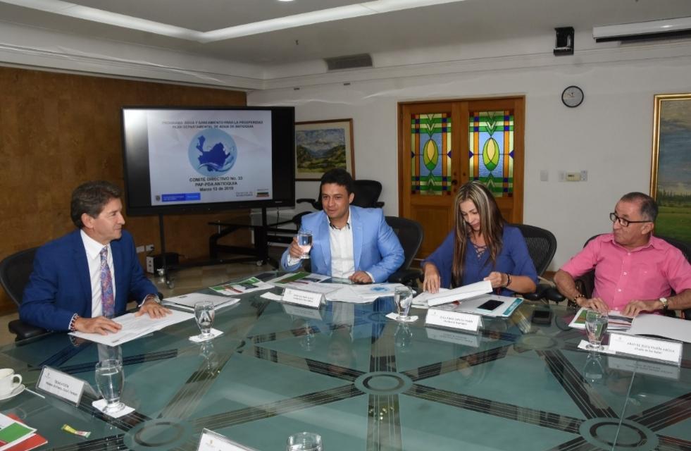 El mandatario de Antioquia plantea reestructurar el Plan Departamental de Agua