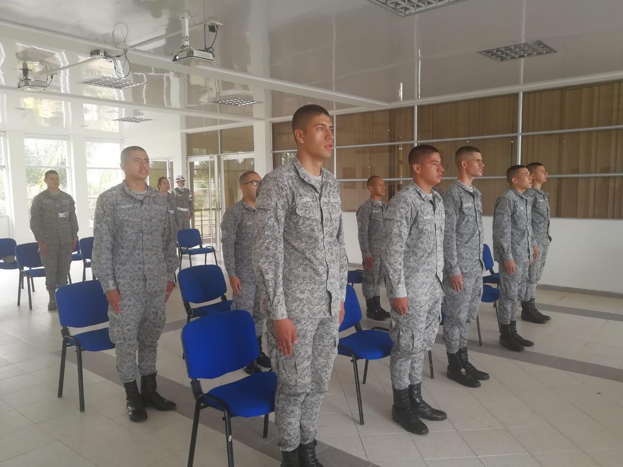 En el Grupo Aéreo del Oriente se licenciaron soldados de aviación.