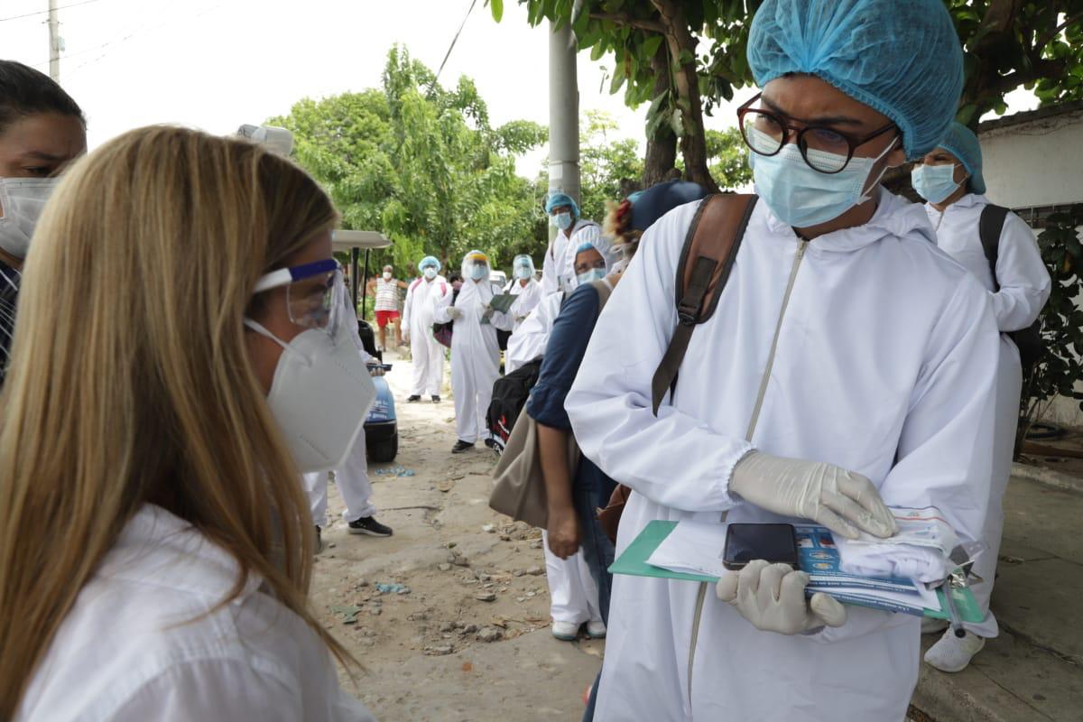 Con entrega de tapabocas y pedagogía puerta a puerta, Gobernación busca mitigar el virus en #Soledad @Gobatlantico @elsanoguerabaq