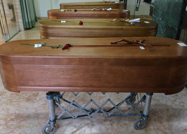 Denuncian que en Cali abren ataúdes de víctimas COVID durante sepelios