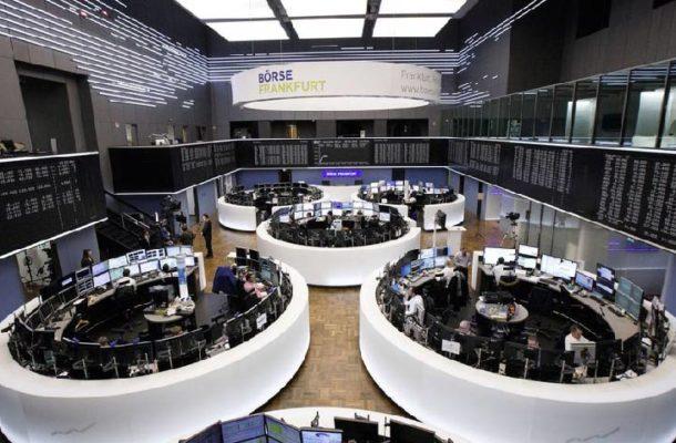 Caen los mercados financieros tras confirmarse positivo de Trump al coronavirus
