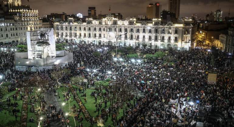 Miles de peruanos vuelven a marchar contra el nuevo presidente Merino