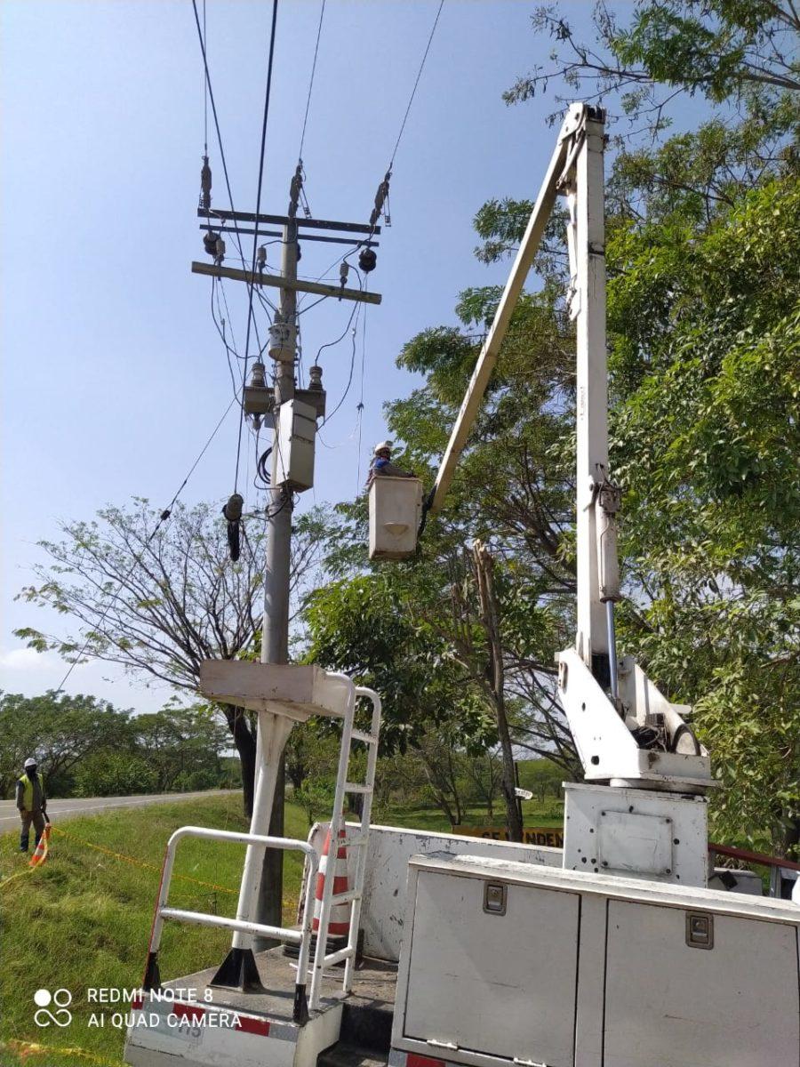 La empresa Air-e realizó Trabajos eléctricos en el  el municipio de Sabanalarga – @aire_energia