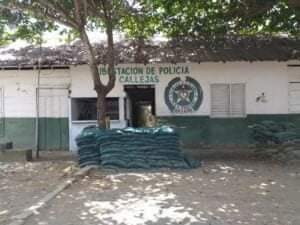 En Puerto Libertador los policías deben refugiarse en casas de tabla – @Directorpolicia @PoliciaColombia