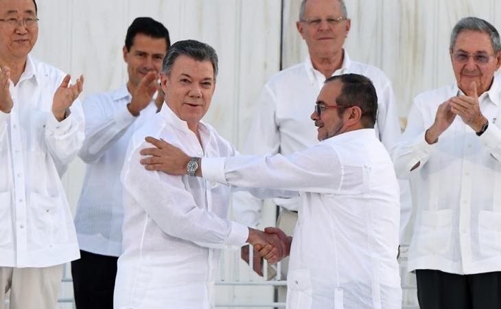 Juan Manuel Santos, le responde a Rodrigo Londoño sobre la declaración de un posible atentado en su contra