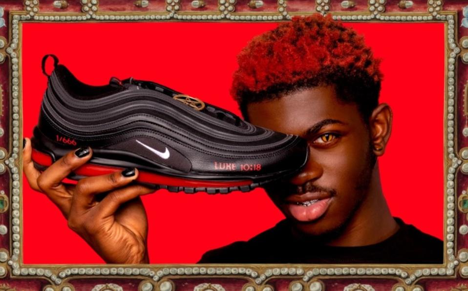 """Por infracción de marca registrada Nike demanda a fabricante de los """"Satan Shoes"""""""