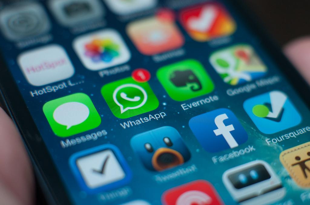 Aún sin conexión whatsApp permitirá archivar mensajes.