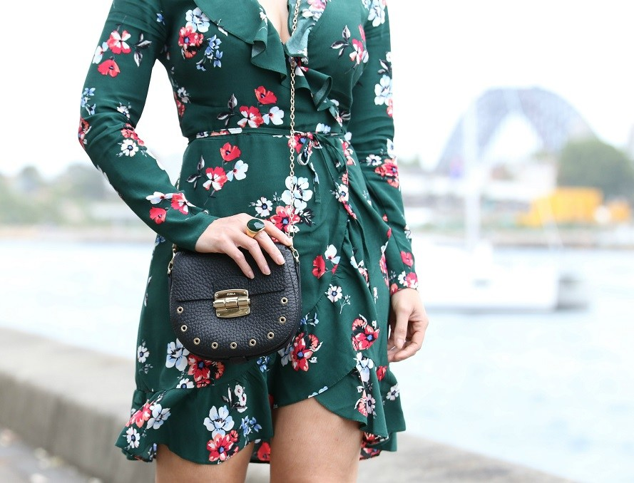 A dose of green – Wrap dress look