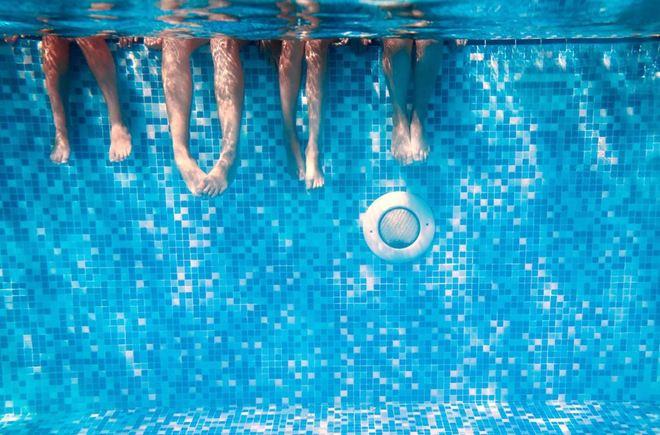 En China, Estudiantes de Universidad tienen que Nadar para Graduarse