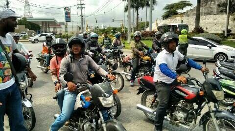 Motorizados se toman pacíficamente importante Vía de la Ciudad.