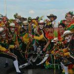 La Danza de Garabato de Unilibre que celebra 20 años también se tomó las calles de Cartagena.