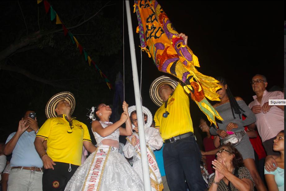 Shadya y Sammy Izaron la bandera del Carnaval de los Niños
