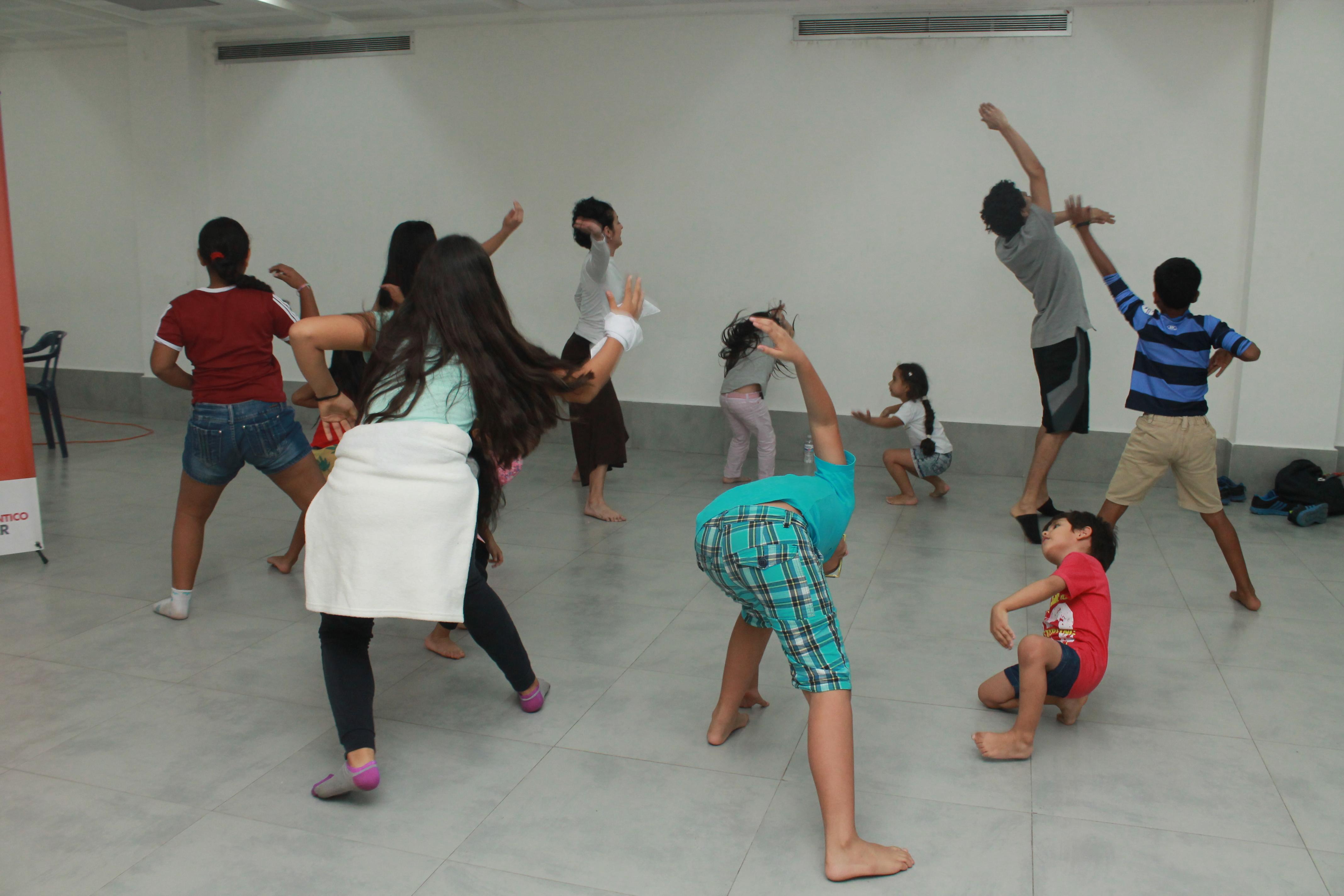 La Galería del Mar ofrece talleres de danza y yoga para niños
