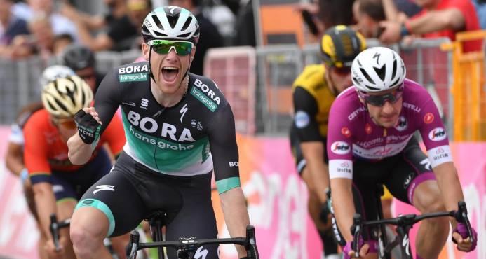 El irlandés Bennett gana el sprint de la 7 etapa del Giro