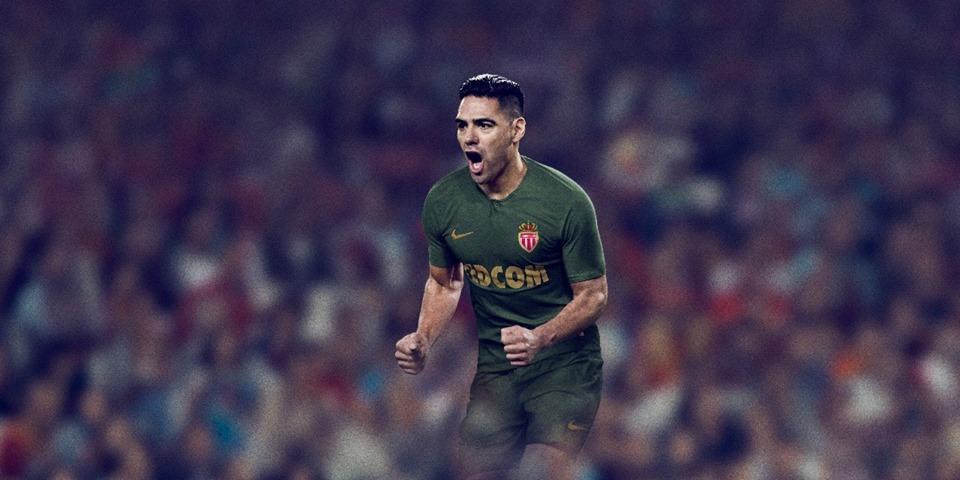 Falcao García conoce su nueva camiseta