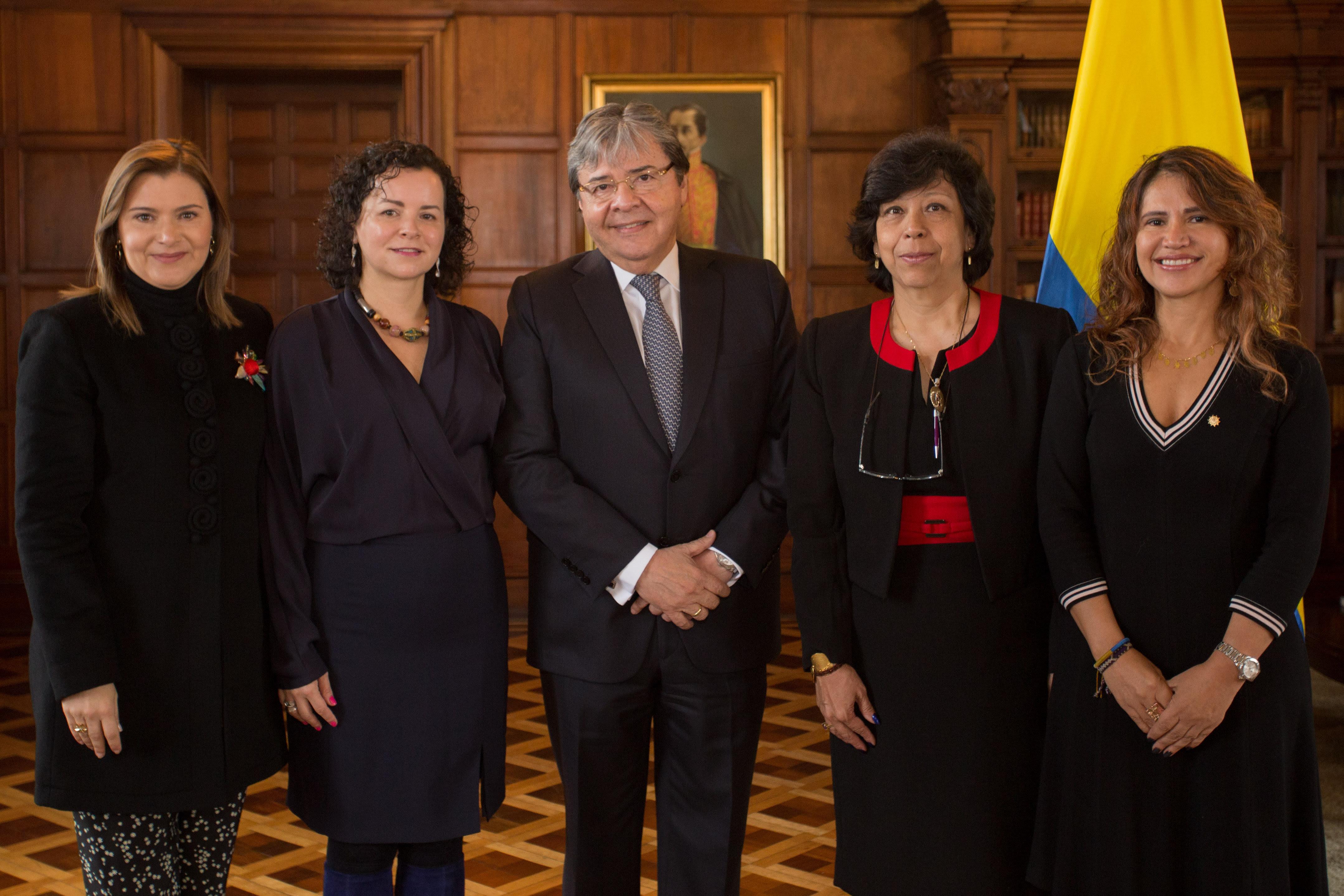 Posesionadas 4 mujeres en la Cancillería colombiana