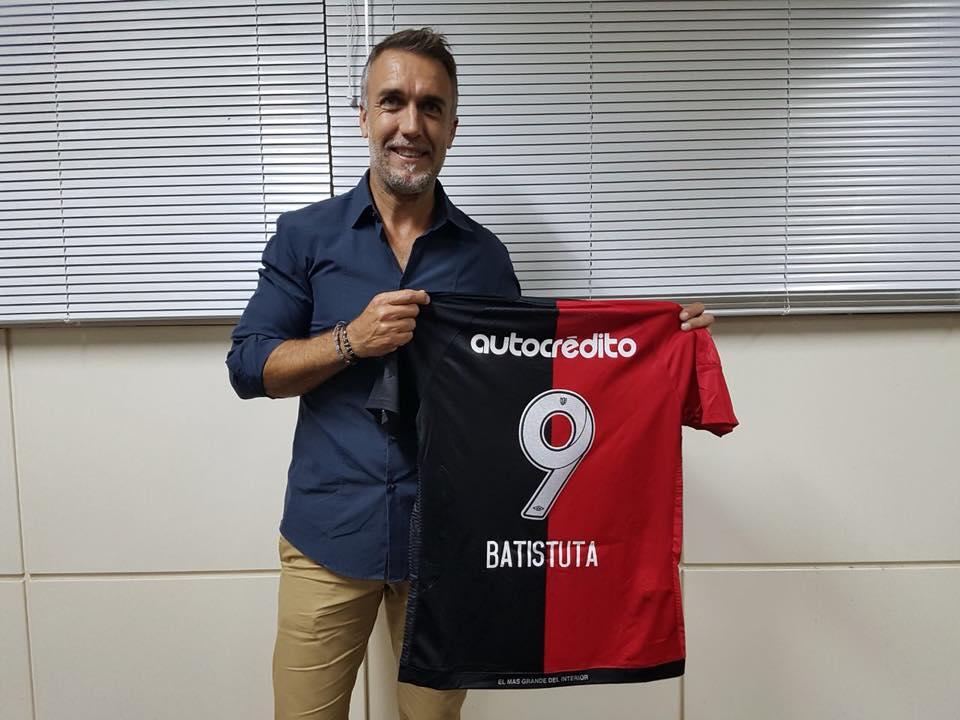 Libertad le ofreció a Batistuta la dirección técnica del equipo