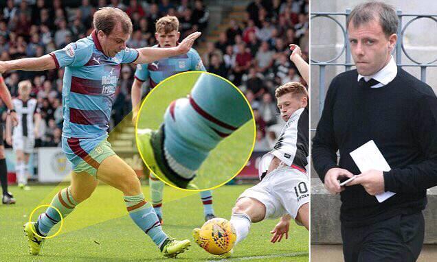 El futbolista que en Escocia jugó con libertad condicional y tobillera de rastreo
