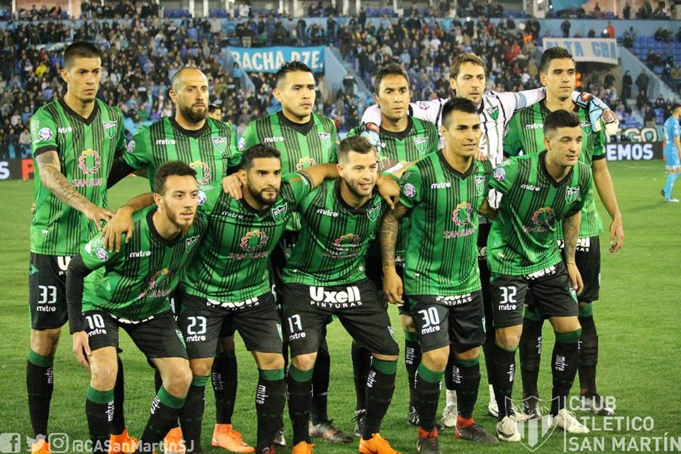 El equipo de Argentina que promociona sus redes sociales en sus camisetas