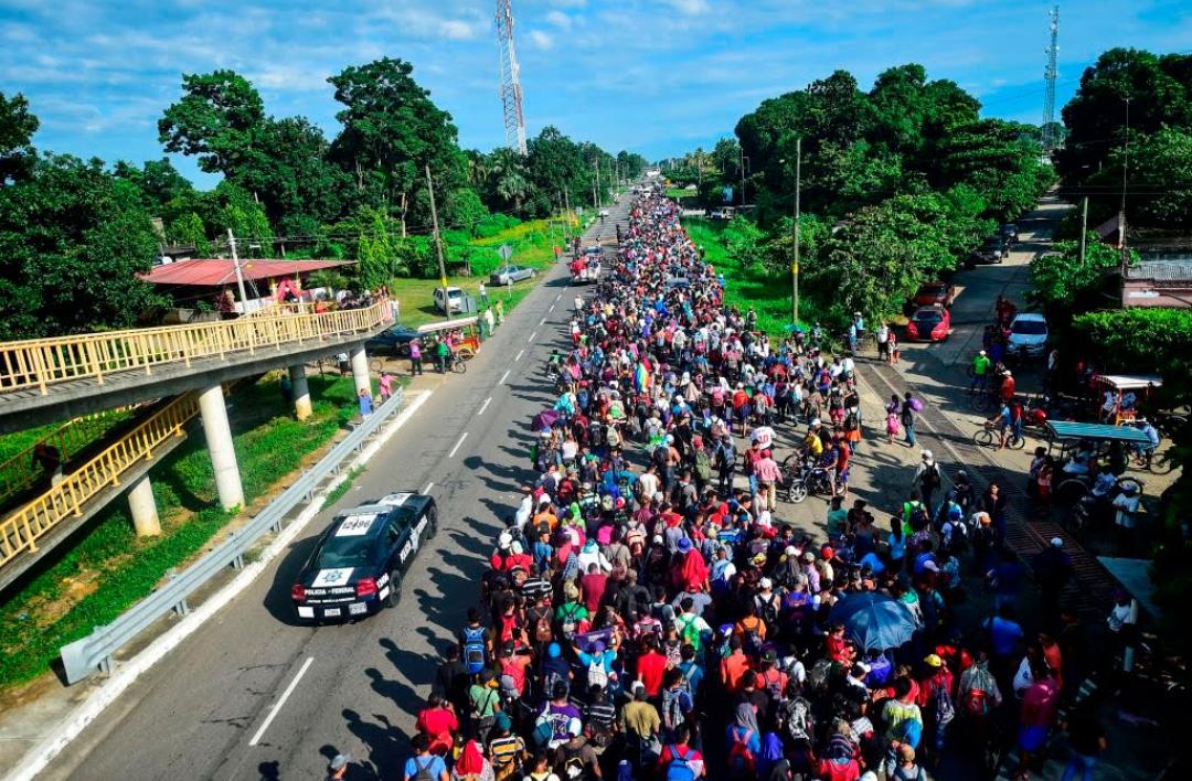 Caravana de inmigrantes sigue camino a Estados Unidos
