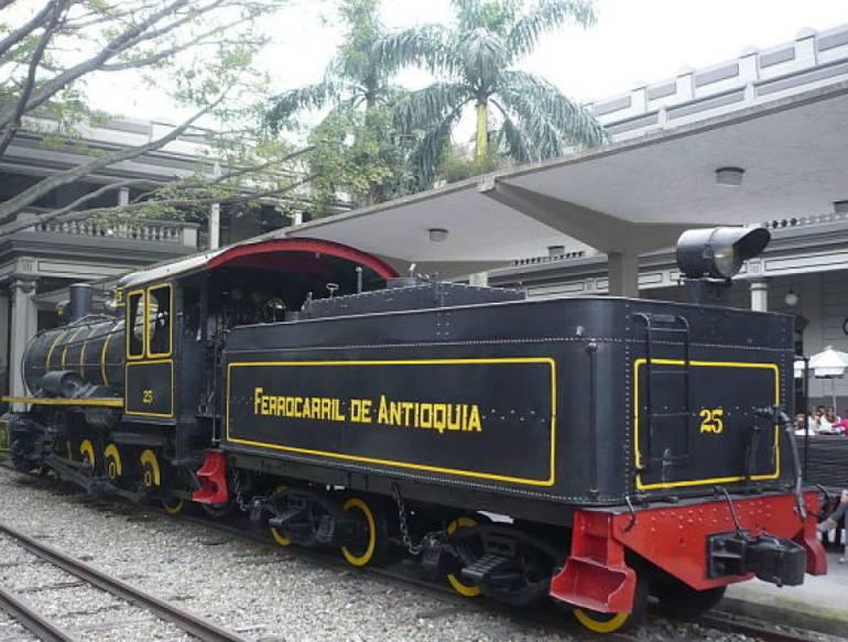 Canadá y Antioquia firman acta de intención para impulsar juntos la reconstrucción del Ferrocarril de Antioquia