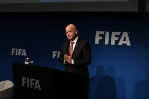 Gianni Infantino, presidente de la FIFA, quiere crear dos torneos mundiales
