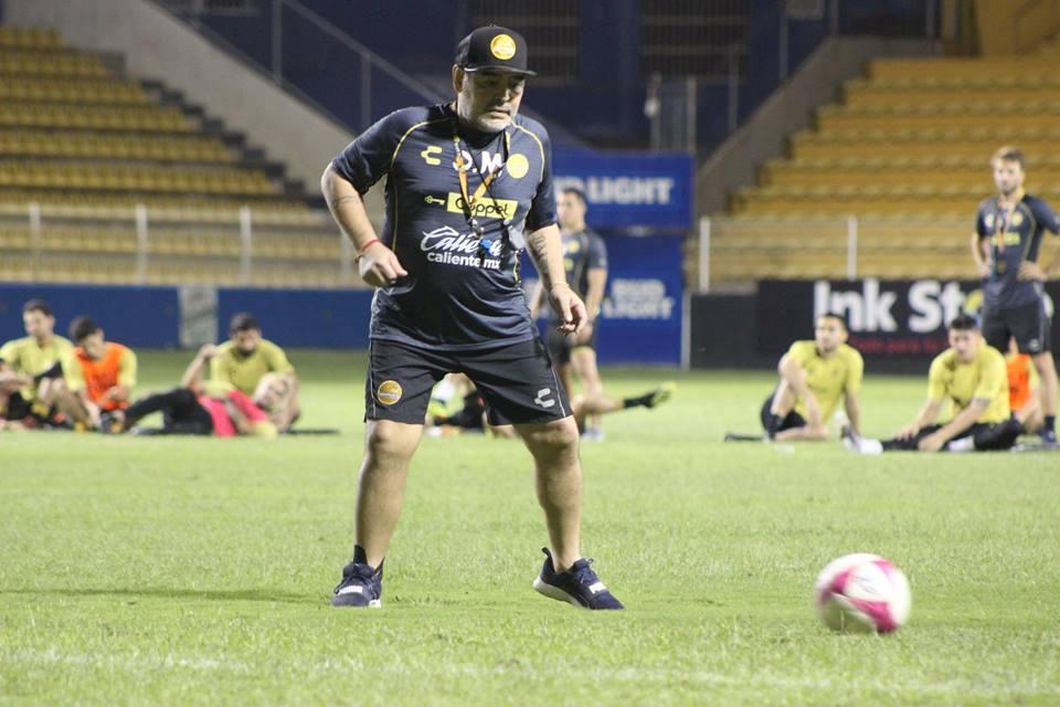 Maradona, técnico de Dorados, fue expulsado por conducta antideportiva