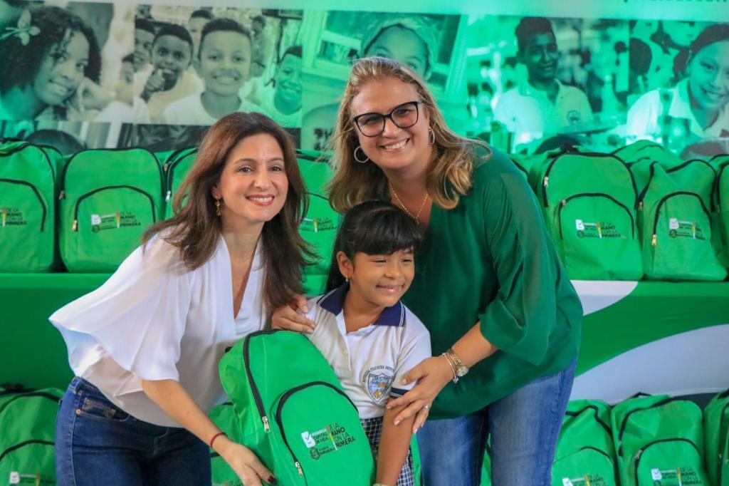 Comprometidos con la calidad educativa, 207.000 estudiantes iniciaron clases en colegios distritales