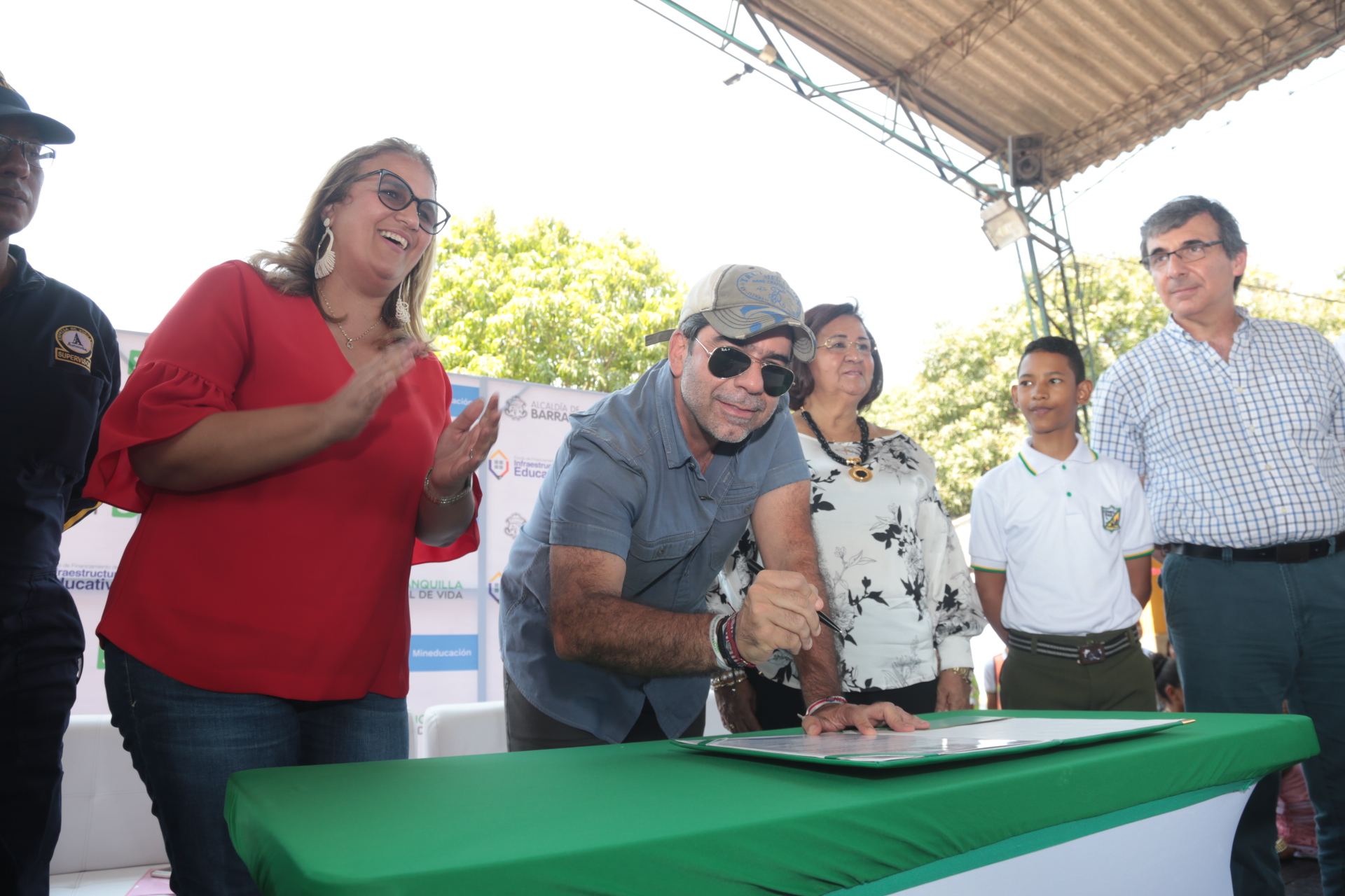 Alcalde Alejandro Char da inicio a obras de ampliación de la  IED Calixto Álvarez