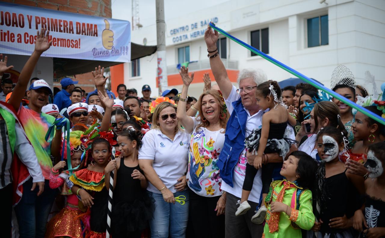 Alcalde Joao Herrera, entrega obra vial a niños y adultos mayores de Costa Hermosa
