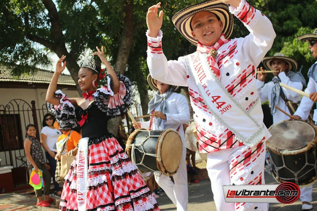 Reyes infantiles de la 44 hicieron su desfile hasta el Parque Los Andes