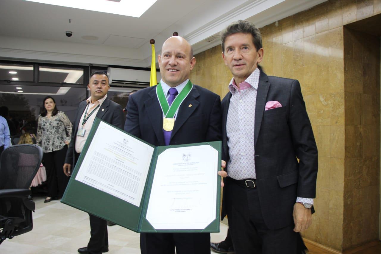 """Escudo de Antioquia Categoría Oro para Crisanto Alonso Vargas Ramírez, """"Vargasvil"""""""
