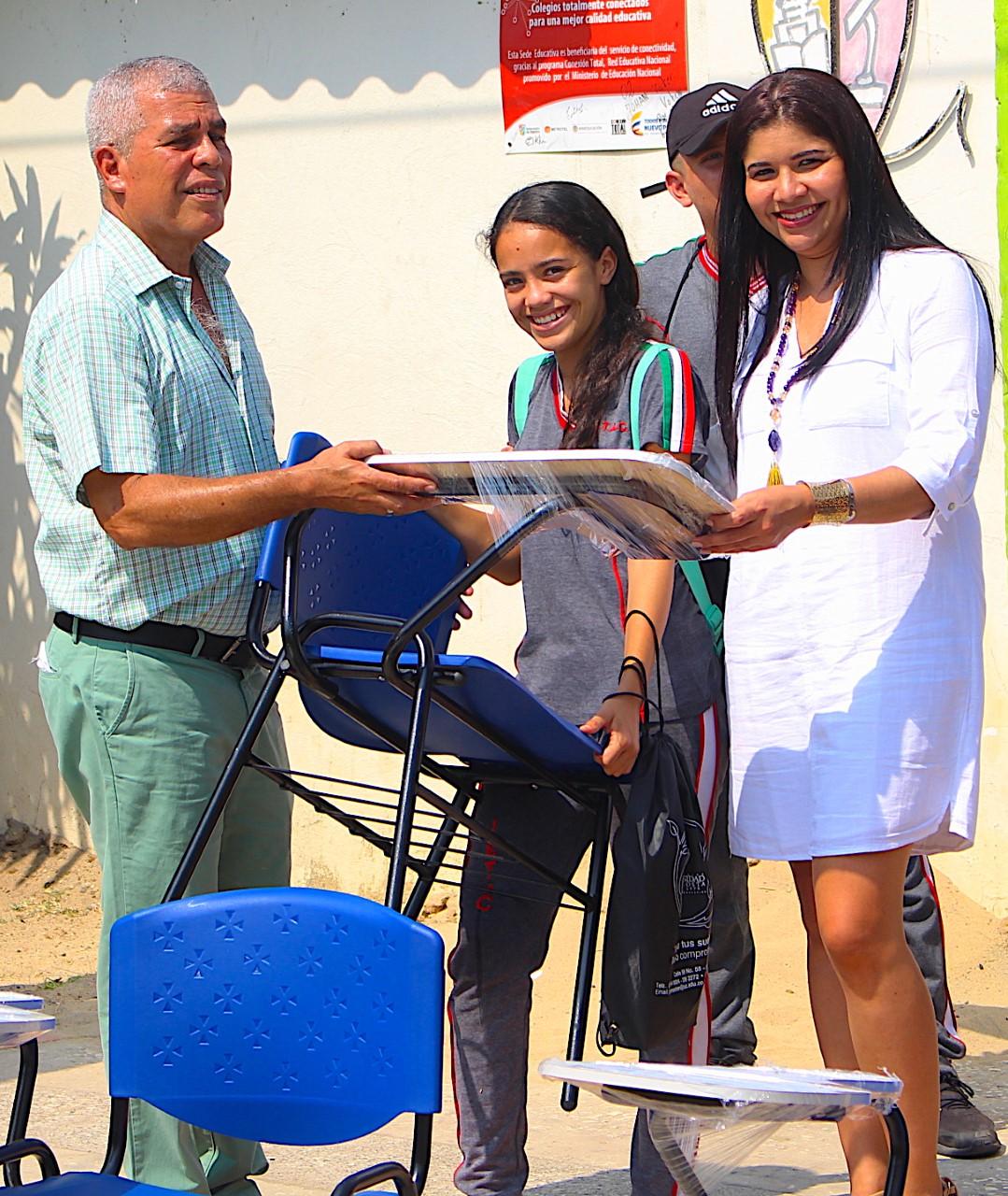 I. E. Técnico Agropecuaria de Campeche recibe dotación de Unicosta