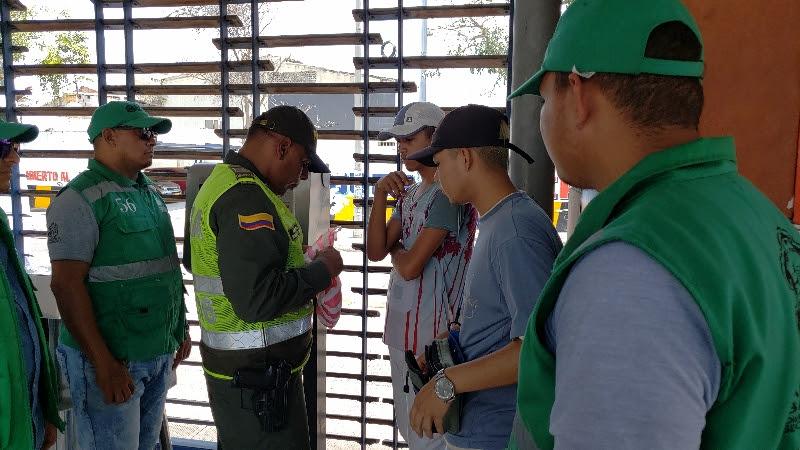 Policía y Secretaría de Control Urbano realizaron operativo para erradicar ventas en Transmetro