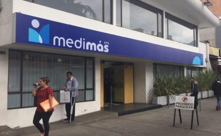 Hombre levantó a piedras la sede de Medimas en Barranquilla