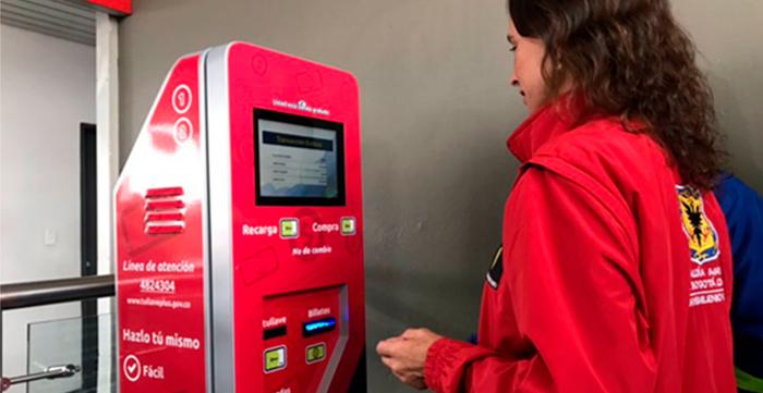 Transmilenio implementa cajeros para recargar tarjetas 'tullave'