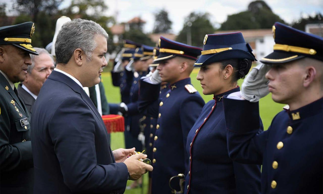 Angie Carolina Celly se convirtió en la primera mujer subteniente de la Infantería del Ejército Nacional