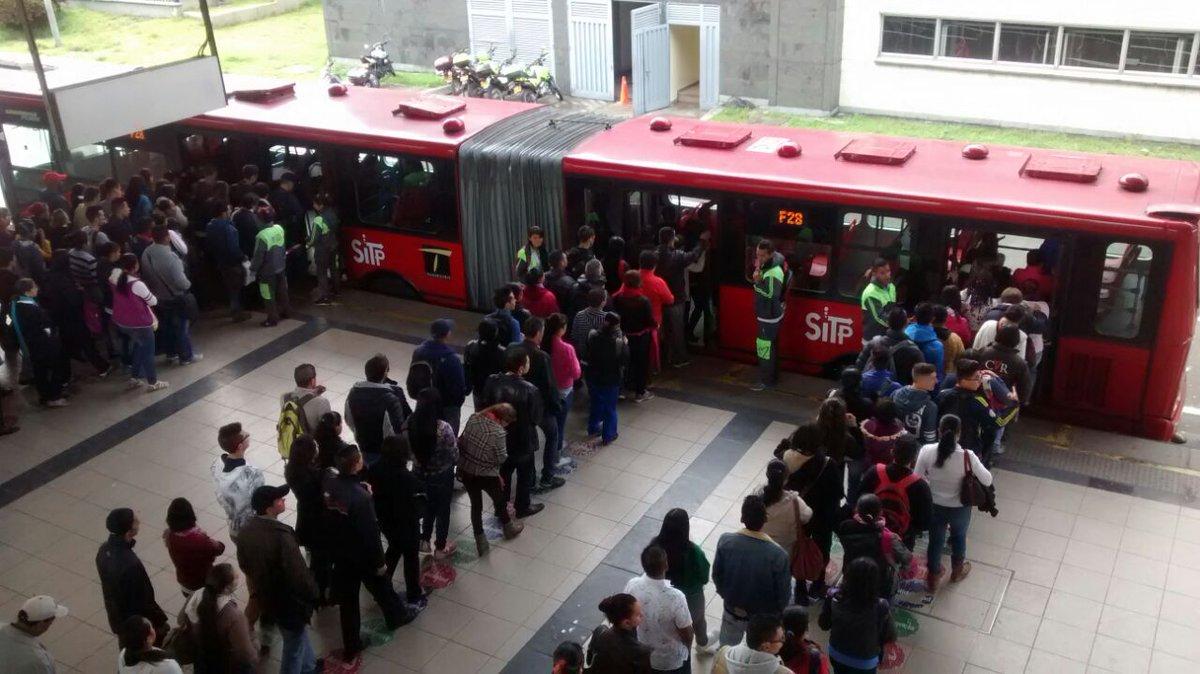 Universitarios realizan proyecto pedagógico en Transmilenio para evitar conflictos