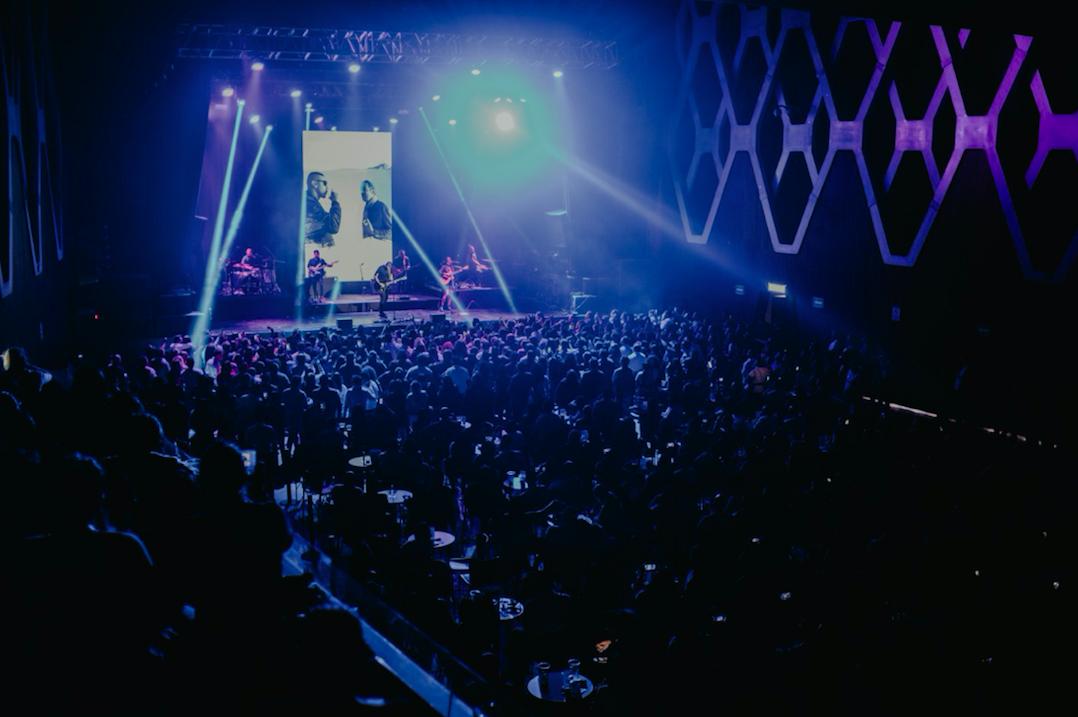 Santiago cruz brindó un inolvidable concierto en el plaza condesa