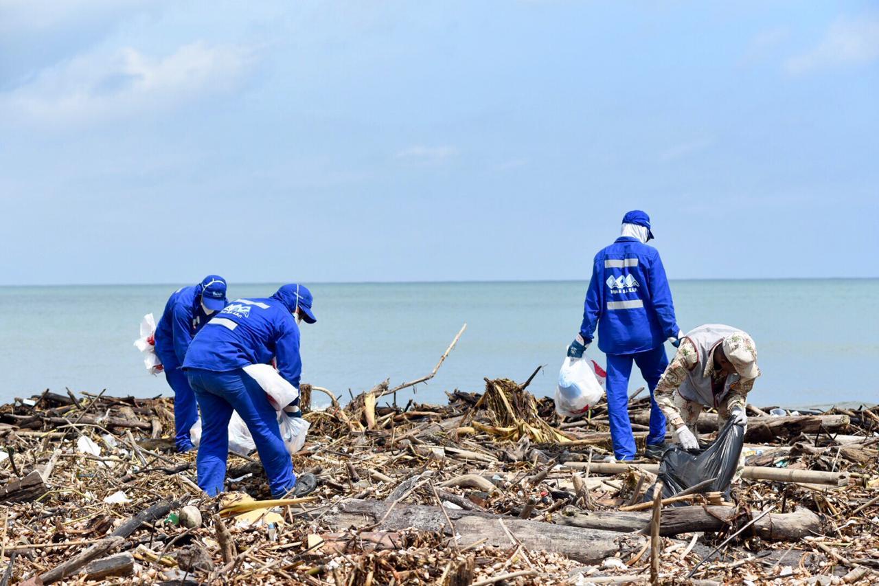 Durante un mes, triple a continuará con operativos de limpieza de las playas de puerto Colombia