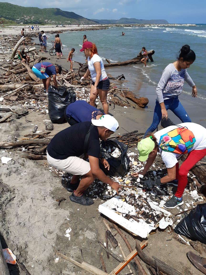 C.R.A realizó limpieza de playas en Puerto Colombia y siembra de mil mangles