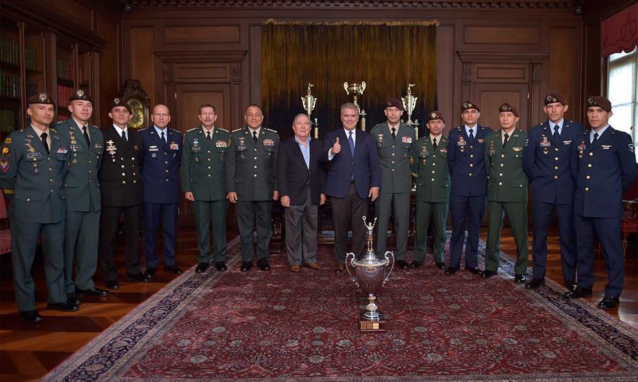 'Este es el trofeo de los Héroes del Bicentenario, que son ustedes', les dijo el Presidente Iván Duque a los campeones de la Competencia Fuerzas Comando 2019