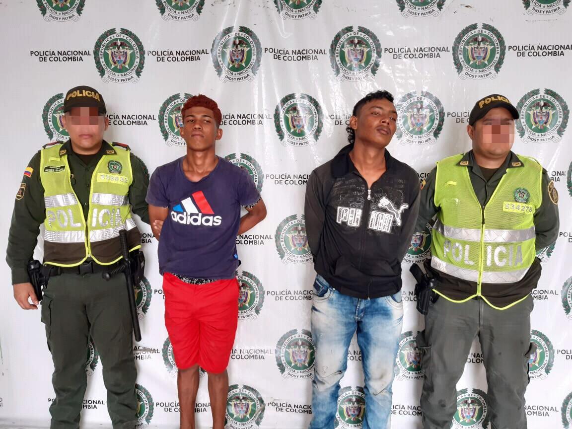 DOS HOMBRES HURTAN CELULAR DE UN CIUDADANO SON CAPTURADOS EN REACCIÓN POLICIAL
