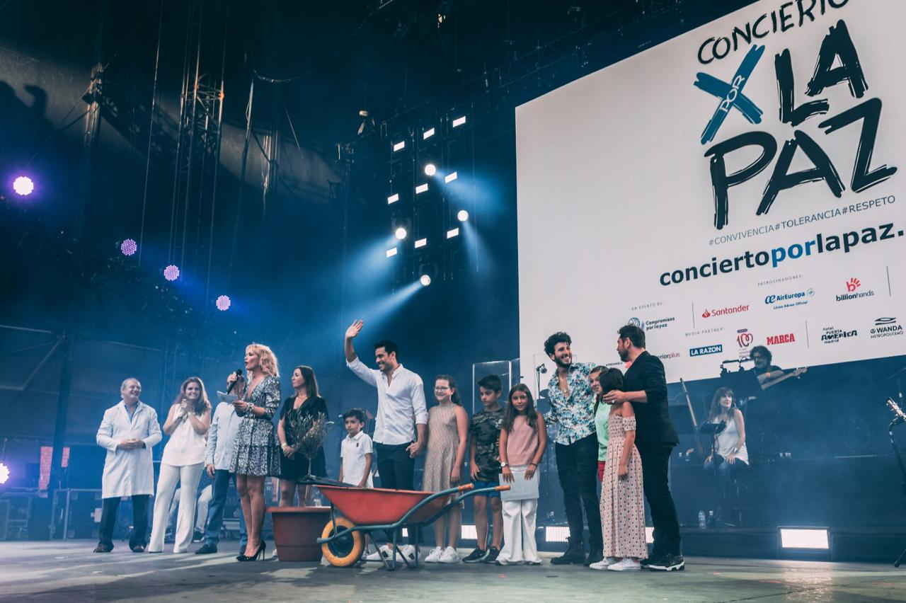 Sebastián yatra representó a scholas Colombia en concierto por la paz