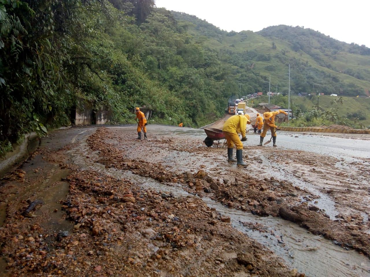 Paso a un carril en vía Medellín-Costa Atlántica por deslizamiento
