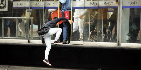 Cancelan matrícula a estudiantes del Sena que sea sorprendidos colándose