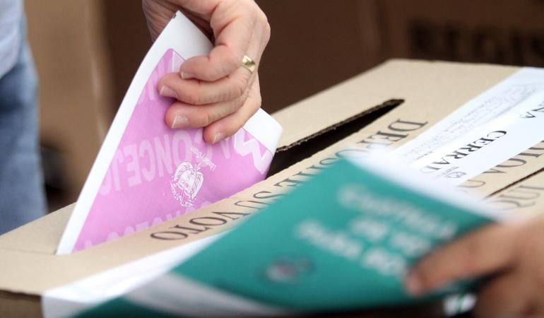Pago a jurados y nuevas reglas para las elecciones de octubre