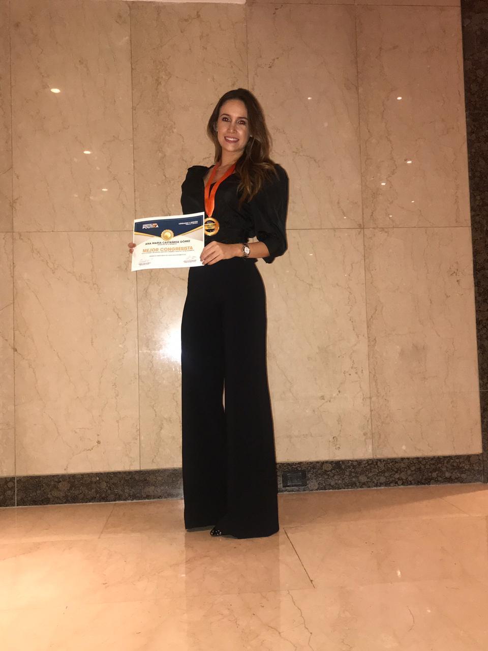 Senadora Ana María Castañeda recibe reconocimiento por su labor enfocada a la mujer