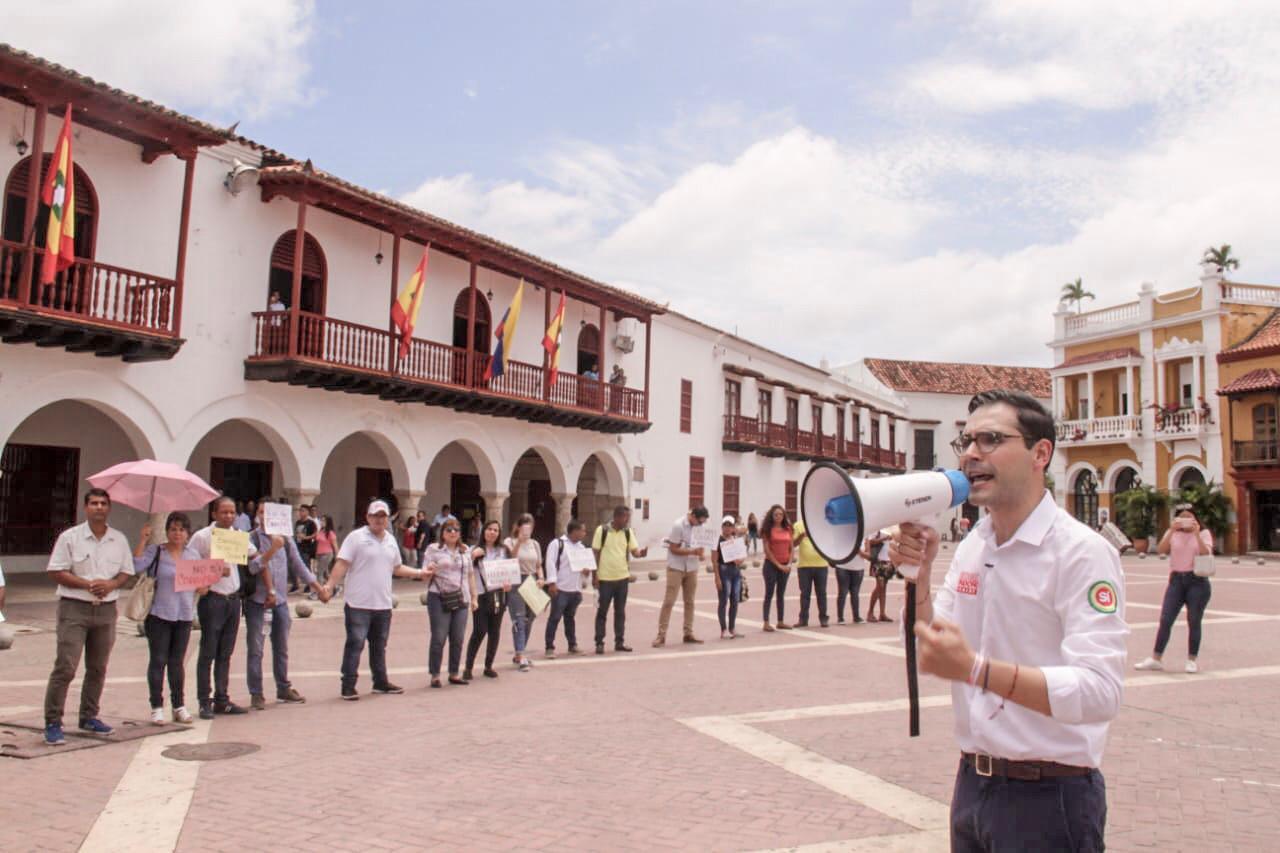 Sergio Londoño lidera cadena humana contra los bandidos