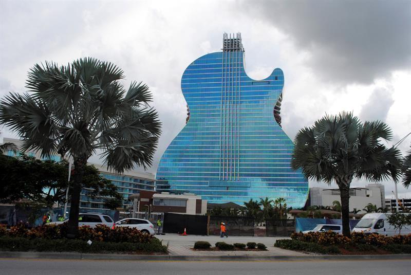 Hotel con forma de guitarra en la Florida tendrá su apertura este fin de semana